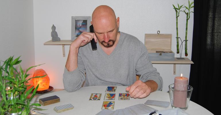 Voyance au téléphone de qualité avec Stéphane voyant connu et réputé